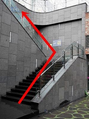 ソウル駅 10番出口 階段