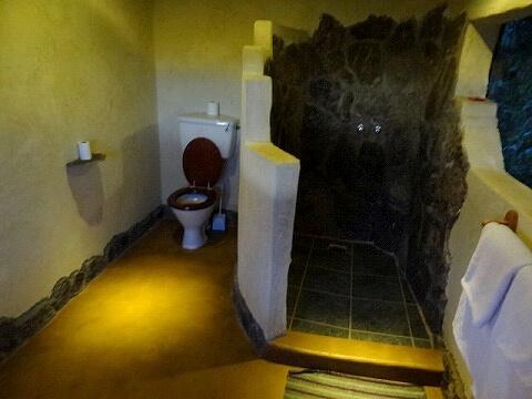 ウガンダ Rwakobo Rock ルワコボ・ロック ホテル トイレ シャワー