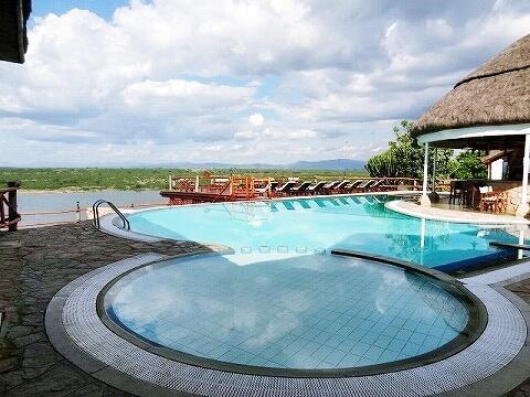 ウガンダ ムウェヤサファリロッジ ムウィヤ プール Mweya Safari Lodge