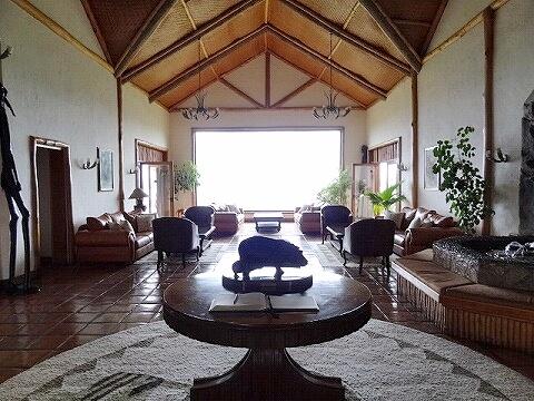 ウガンダ ムウェヤサファリロッジ ムウィヤ ロビー Mweya Safari Lodge