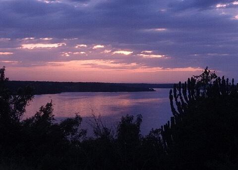ウガンダ ムウェヤサファリロッジ 朝焼け