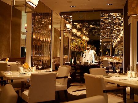 マンダリンオリエンタル台北ホテル CAFE UN DEUX TROIS カフェ アン ドゥ トロワ