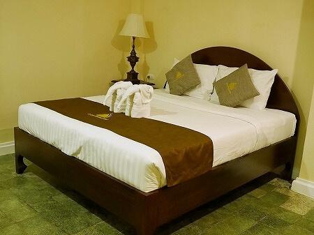 ラオス、ビエンチャンのル・ラックス・ブティックホテル Le Luxe Boutique Hotel スタンダードルーム ベッド