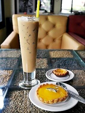 ラオス ビエンチャン シヌーク・カフェ Cafe Sinouk アイスラテ レモンタルト エッグタルト