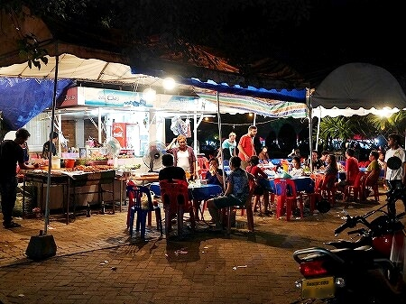 ラオス ビエンチャン ローカルマーケットそば 屋台レストラン
