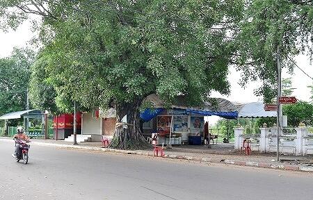 ラオス ビエンチャン ナイトマーケット近く 屋台レストラン