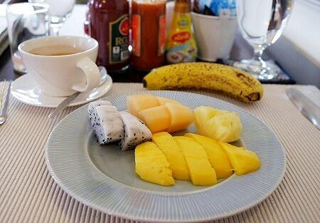 ラオス ビエンチャン ダバラ・ブティックホテル Dhavara Boutique Hotel 朝食 フルーツ
