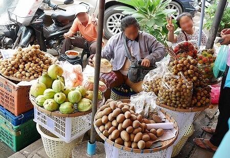 Khua Din Market Talat Khuadin クアディンマーケット 市場 タラートクアディン 果物 グァバ 竜眼 チク
