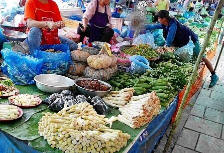 ラオス ビエンチャン クアディンマーケット タラートクアディン 野菜