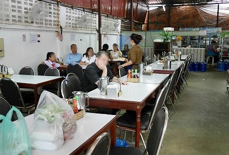 PVO Vietnamese Food ラオス ビエンチャン サンドイッチ メニュー バゲットサンド 店内