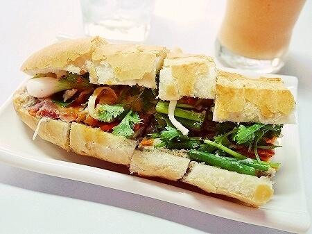 PVO Vietnamese Food ラオス ビエンチャン スペシャルポーク サンドイッチ バゲットサンド ミックスフルーツジュース