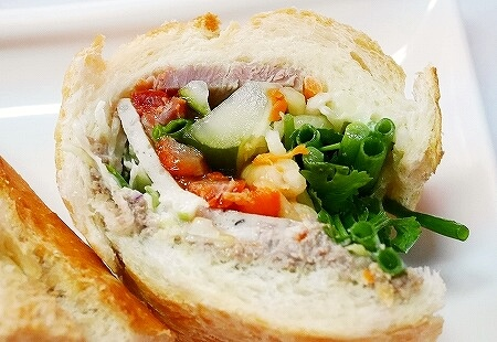 PVO Vietnamese Food ラオス ビエンチャン スペシャルポーク サンドイッチ バゲットサンド