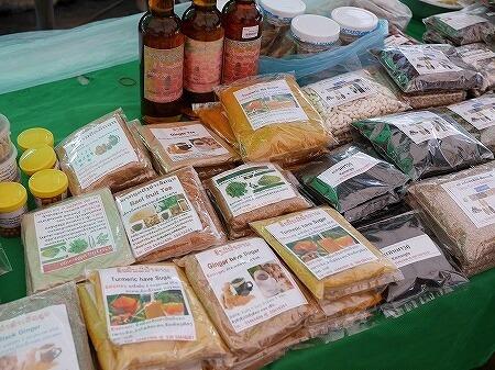 ラオス ビエンチャン オーガニックマーケット 市場 FA NGUM PARK ファーグム公園 ターメリック