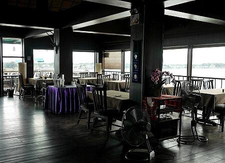 ラオス ビエンチャン マジェスティック・ビューレストラン Majestic View Restaurant センタワン・リバーサイドホテル Sengtawan Riverside Hotel ルーフトップバー 室内