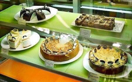 ラオス ビエンチャン Benoni Cafe  ベノニカフェ ケーキ チーズケーキ