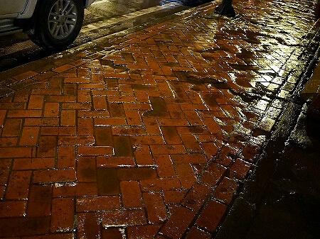 ラオス ビエンチャン 9月 雨季 道