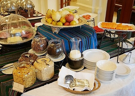 ラオス ビエンチャン セタパレスホテル Settha Palace Hotel 朝食 レストラン フルーツ シリアル