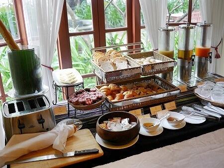 ラオス ビエンチャン セタパレスホテル Settha Palace Hotel 朝食 レストラン パン