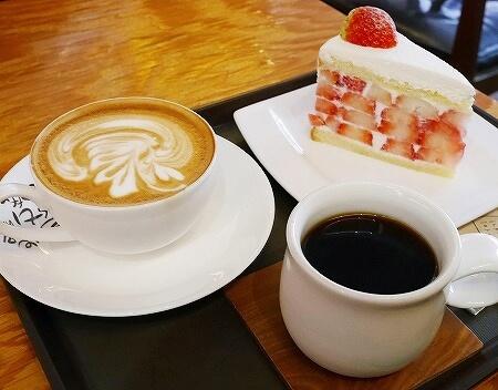 韓国 大邱 テグ 珈琲名家 コーヒー名家 半月堂店 いちごケーキ コーヒー ハウスブレンド カフェラテ