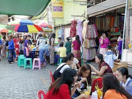 ミャンマー ヤンゴン ボージョーアウンサンマーケット Bogyoke Aung San Market 屋台 食堂