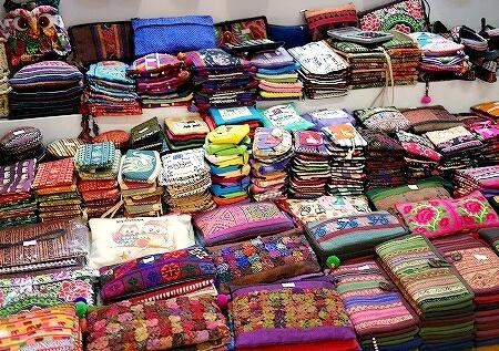ミャンマー ヤンゴン ボージョーアウンサンマーケット Bogyoke Aung San Market 布 雑貨