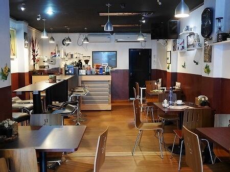 ミャンマー ヤンゴン カフェ Cafe Genius 店内