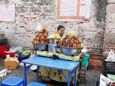 ミャンマー ヤンゴン ボージョーアウンサンマーケット Bogyoke Aung San Market 屋台