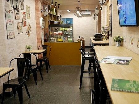 ミャンマー ヤンゴン FREEDOM CAFE カフェ 店内