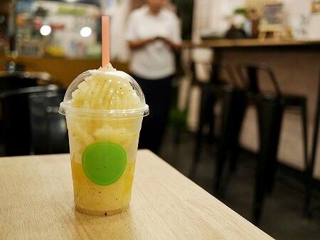 ミャンマー ヤンゴン フリーダムカフェ Freedom cafe コラーゲンスムージー