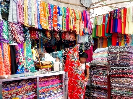 ミャンマー ヤンゴン インセイン市場 布