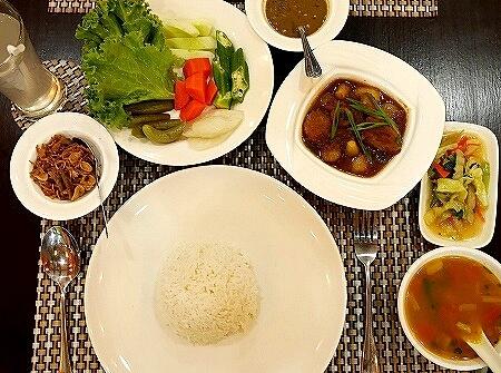 ミャンマー ヤンゴン LOTUS MYANMAR FOOD HOUSE レストラン ロータス wat tha ni chat