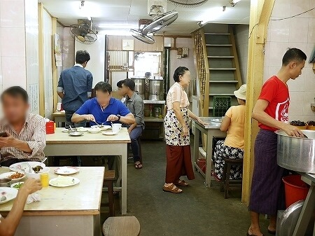 ミャンマー ヤンゴン ローカルレストラン 203 カレー 店内