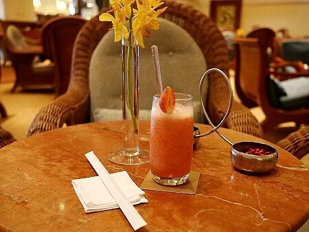 ミャンマー ヤンゴン スーレーシャングリラホテル ピーコックラウンジ PEACOCK LOUNGE いちごジュース