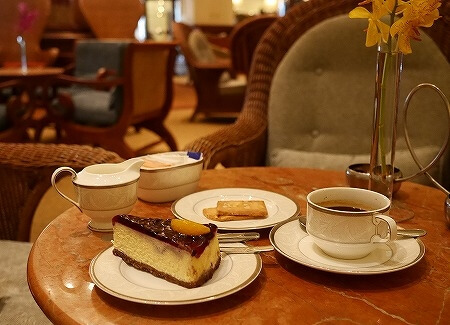 ミャンマー ヤンゴン スーレーシャングリラホテル ピーコックラウンジ PEACOCK LOUNGE チーズケーキ コーヒー