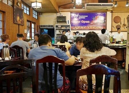 フィール ミャンマー フード レストラン Feel Myanmar Food Restaurant  ヤンゴン 店内