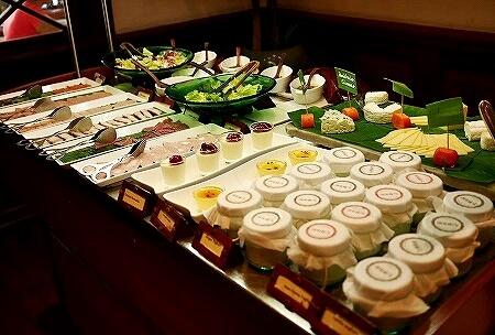 ベルモンド ガバナーズ レジデンス Belmond Governor's Residence ヤンゴン ミャンマー 朝食 ヨーグルト ハム チーズ サラダ