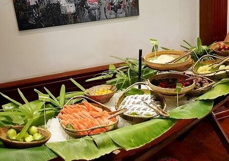 ベルモンド ガバナーズ レジデンス Belmond Governor's Residence ヤンゴン ミャンマー 朝食 フルーツ