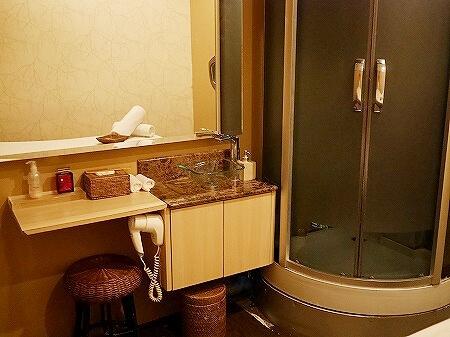 ミャンマー ヤンゴン サンクチュアリー スパ Yangon Sanctuary Spa マッサージ シャワー 部屋