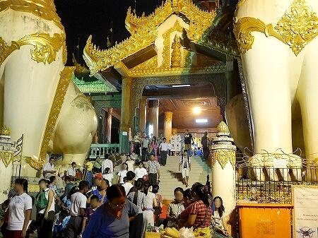 ミャンマー ヤンゴン シュエダゴン・パゴダ 北門 入り口