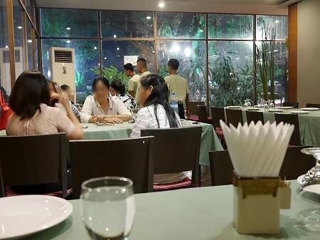 ミャンマー ヤンゴン Sabai@DMZ タイ料理レストラン 店内