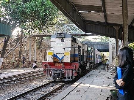 ミャンマー ヤンゴン 鉄道 環状線 列車