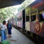 ミャンマー ヤンゴン 鉄道 列車
