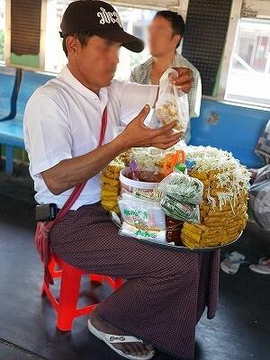 ミャンマー ヤンゴン 環状線 鉄道 物売り