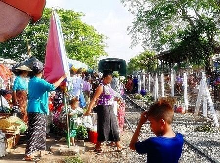 ダニンゴン市場 駅 Danyingon Market(Da Nyin Gone)