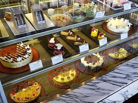 ミャンマー ヤンゴン チャトリウムホテル ロビーラウンジ カフェ ケーキ