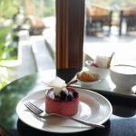 ミャンマー ヤンゴン チャトリウムホテル ロビーラウンジ カフェ ケーキ パッションフルーツムース
