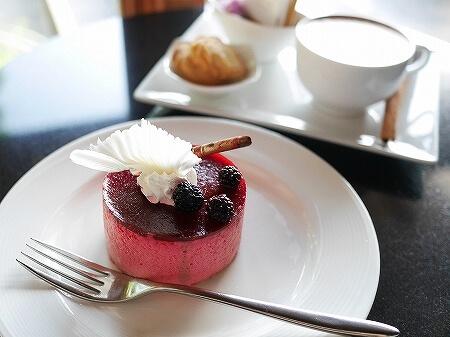 ミャンマー ヤンゴン チャトリウムホテル ロビーラウンジ カフェ ケーキセット