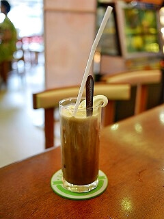 ミャンマー ヤンゴン Shwe Pu Zun カフェ コーヒーフロート