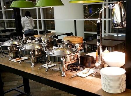 香港空港 プラザプレミアムラウンジ(West Hall)Plaza Premium Lounge 食べ物