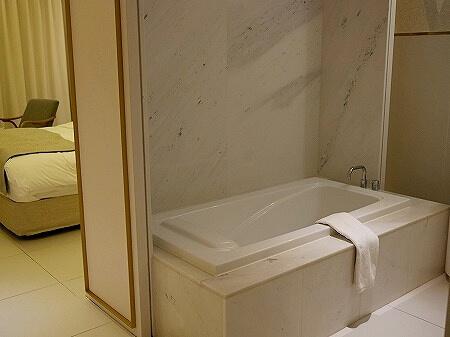 韓国、光明 GM JS ブティック ホテル GM JS Boutique Hotel お風呂 バスルーム